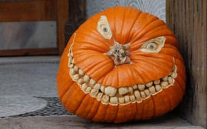 1920x1440-funny-halloween-pumpkin-carving-ideas-real-house-design
